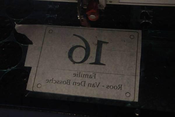 huisnummerbord acryl laseren